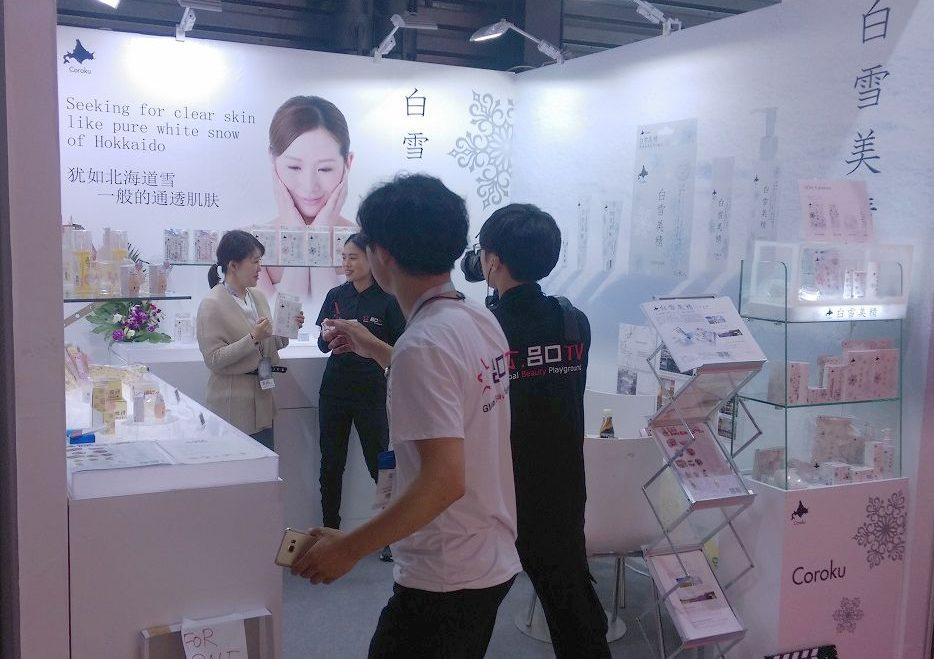 「CHINA BEAUTY EXPO」に出展する小六ブース